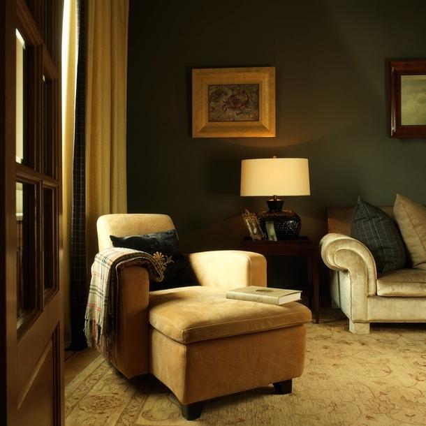 Фрагмент гостиной. Мягкая мебель — итальянская, ковер на полу — турецкий.